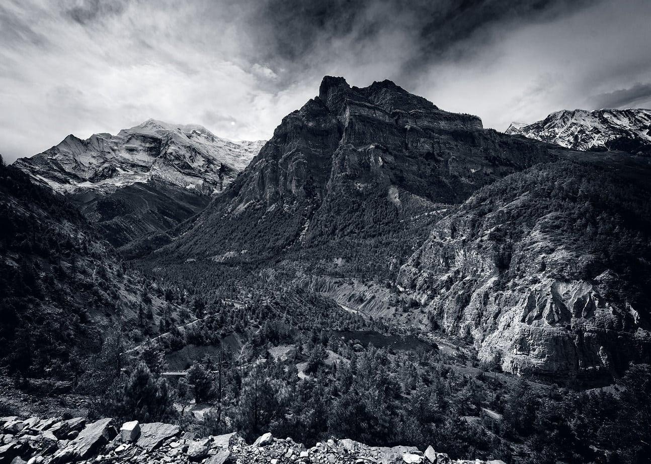 Annapurna range Nepal alb negru