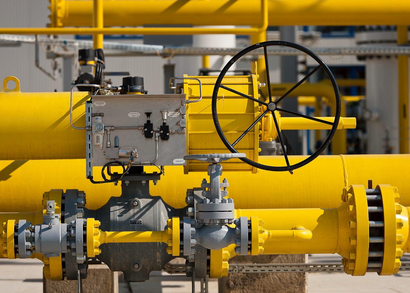 Detaliu statie de inmagazinare gaze naturale robinet cu sfera