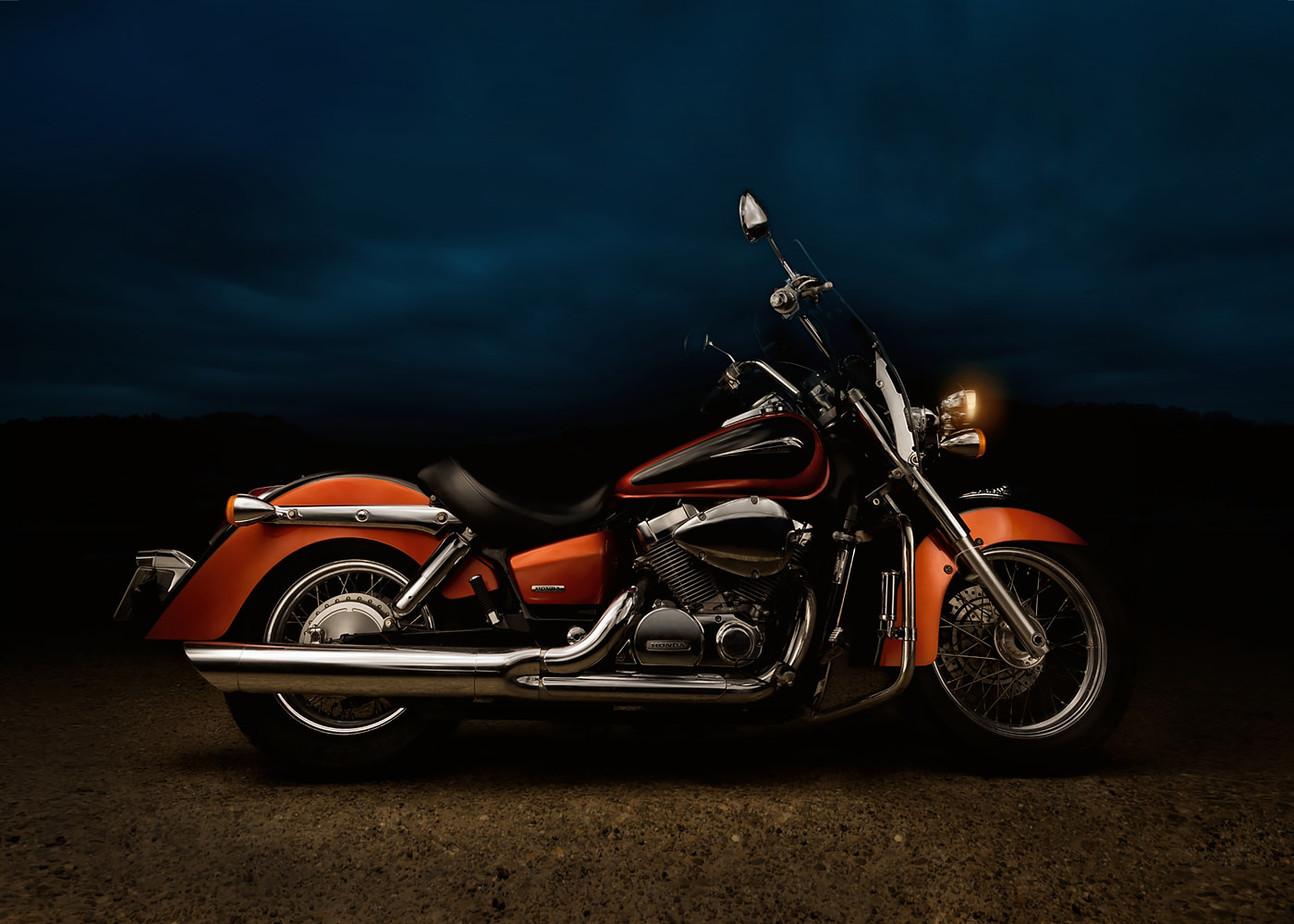 Motocicleta Honda clasica chopper la asfintit light painting