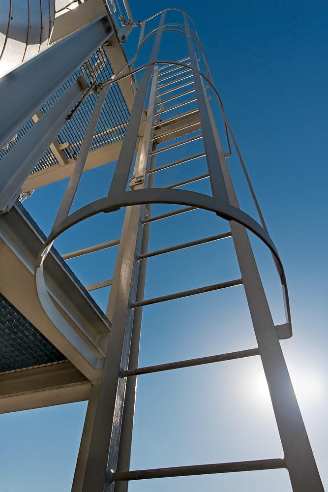 Scara de metal cladire industriala Romgaz