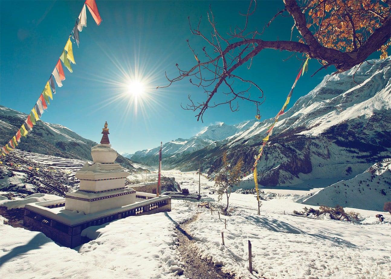 Templu budist Nepal Circuitul Annapurna cu zapada
