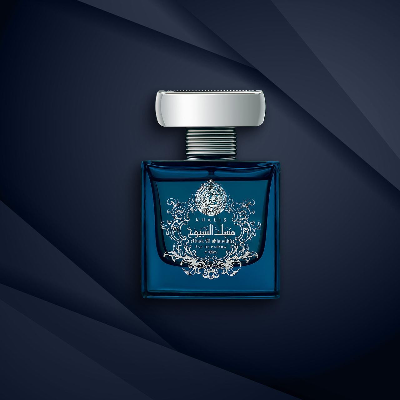 Fotografie de produs-parfum-Rada-fundal dark blue
